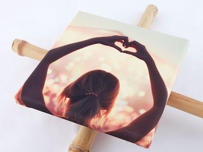 Als de lijm goed gedroogd is is je zomerse cadeau klaar om op te hangen of gegeven te worden!