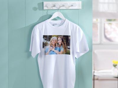 Foto-T-Shirt mit Mutter und Tochter als Motiv