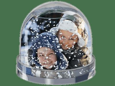 Schneekugel mit Bild von zwei Kindern