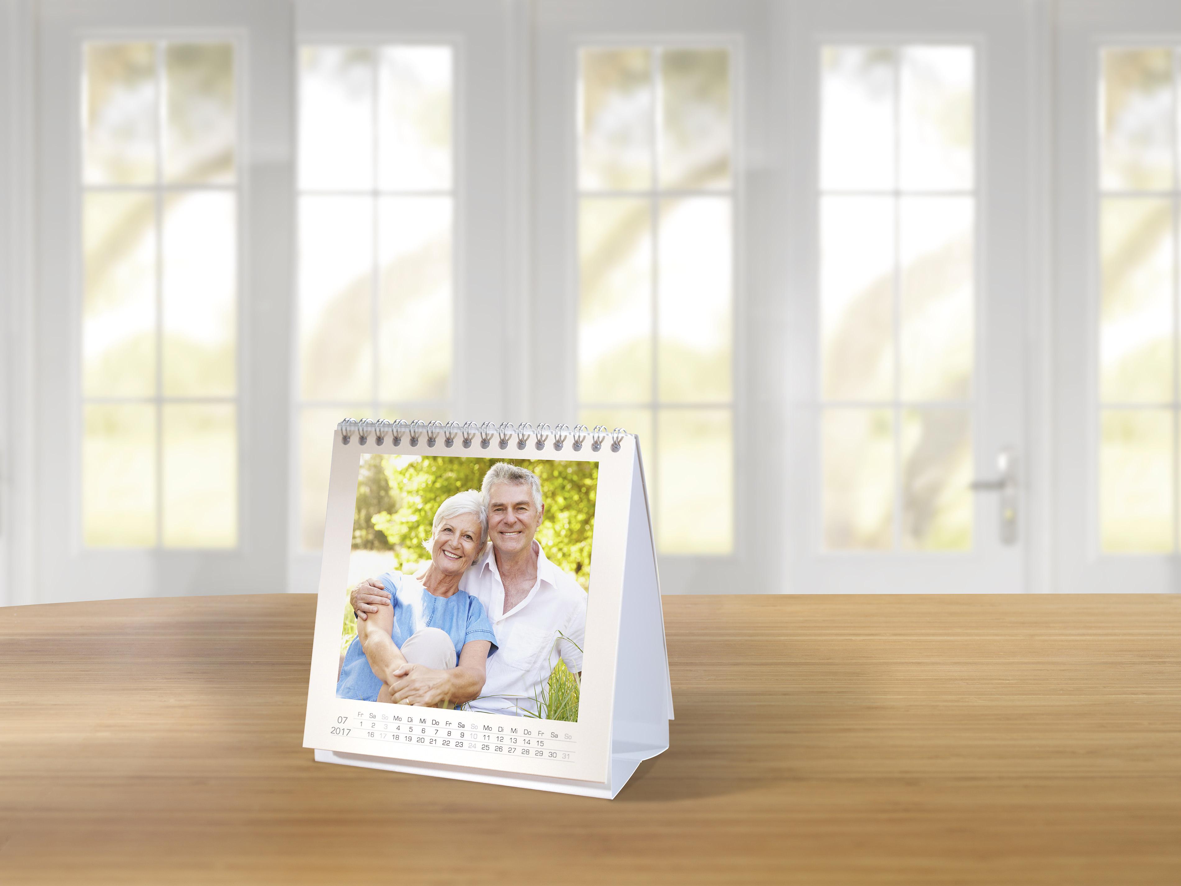 Fototischkalender ohne Kalendarium gestalten   Pixum