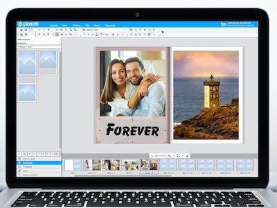 Ein Fotobuch auf dem Desktopbildschirm mit Textelementen.