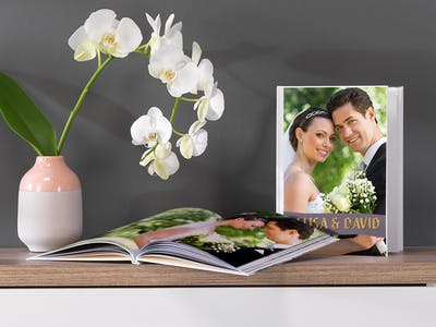 Make you wedding photo book to an eye-catcher with our finish highlights in gold, silver or glossy.