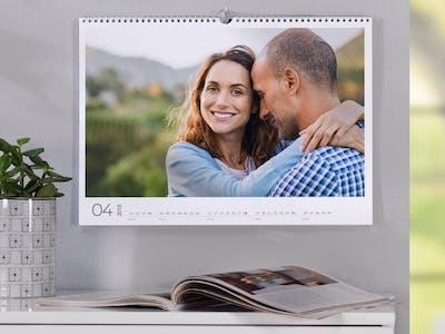 Fotokalender mit einem glücklichen Paar.
