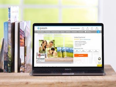 Das Fotobuch im Querformat können Sie direkt auf der Webseite gestalten.