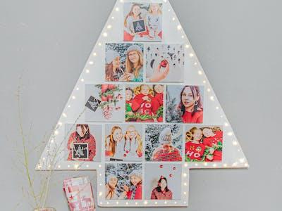 Weihnachtsbaum aus Holz, gestaltet mit den Pixum Squares.