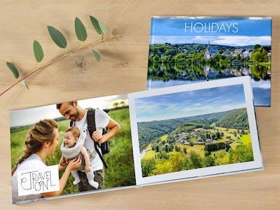 Fotobuch mit Familie in der Natur und anderen Naturaufnahmen.