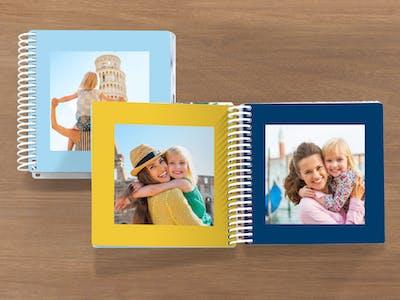 Pixum Fotobuch mit Mutter und Kind.