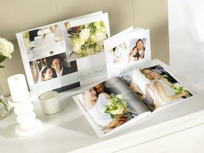 Hochzeitsfotobücher von Pixum in verschiedenen Formaten.