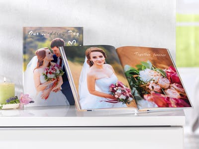 Solid, elegant and personal: your wedding photo book has a great selection of design options at Pixum.