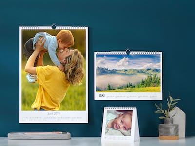 Wandkalender und Tischkalender.