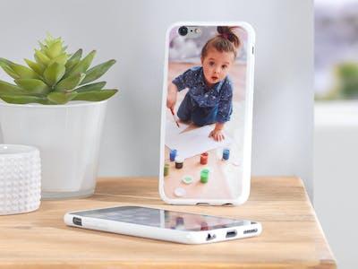 Hos Pixum kan du designe dit fleksible silikone smartphonecover med helt dit eget design.