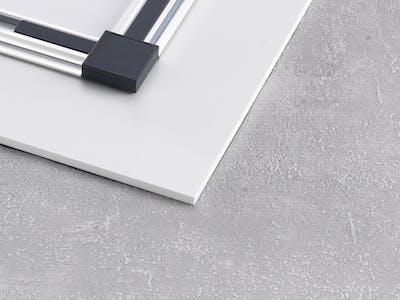 Wählen Sie bei der Gestaltung Ihres Wandbildes gleich die passende Wandhalterung - hier mit dem eleganten Schienensystem.