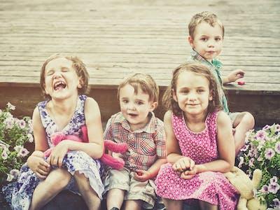Mit analogen und digitalen Kinderfotos von Freunden und der Familie rundest du dein Erinnerungsalbum ab.