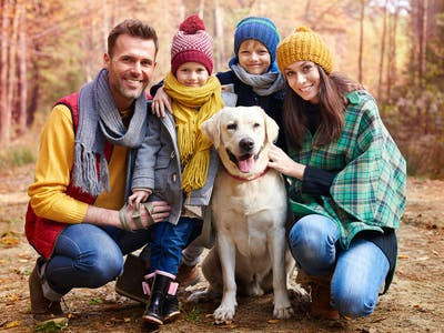 Flotte familiebilleder kan tages over alt - derhjemme eller uden for hjemmets 4 vægge.