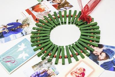 Der Foto-Weihnachtskranz - einfach mit dem Kind gebastelt